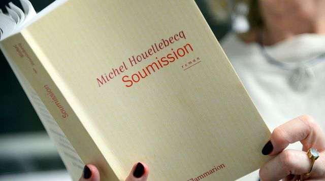 Rzeczywistość dogania fikcję literacką. Michel Houellebecq a wybory we Francji