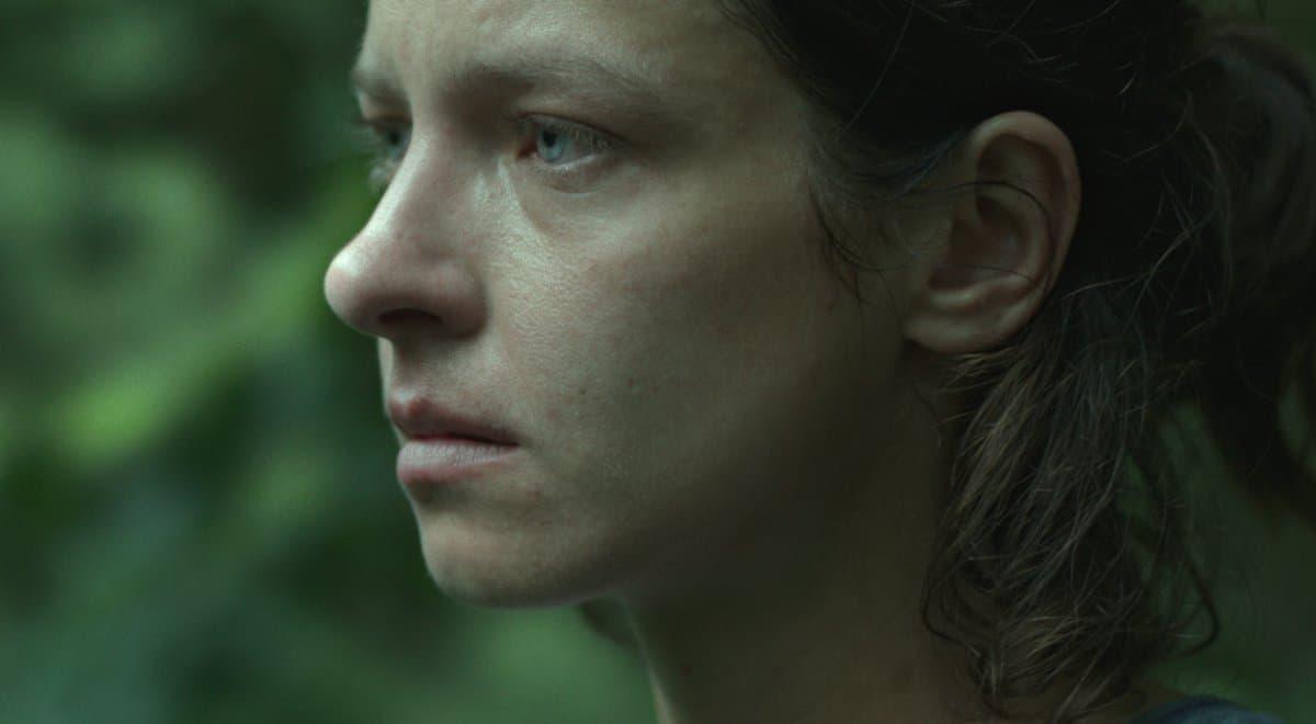 """Kobieta milcząca. Recenzja filmu """"Dzikie róże"""""""